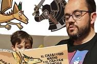 Durante el confinamiento Rafa Soler le sigue leyendo a su hijo Nacho el segundo de los libros que ha escrito basado en las historias que le contaba para irse a dormir.