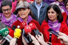 Carmen Calvo responde a las preguntas de la prensa en la manifestación feminista del pasado 8 de marzo.