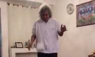 La genialidad de 'Mágico' González en el reto del rollo de papel higiénico