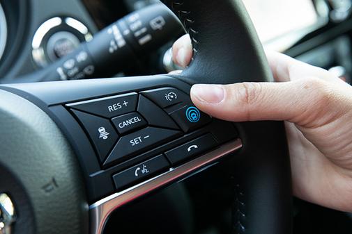 El sistema ProPilot se activa con pulsar un botón en el volante.