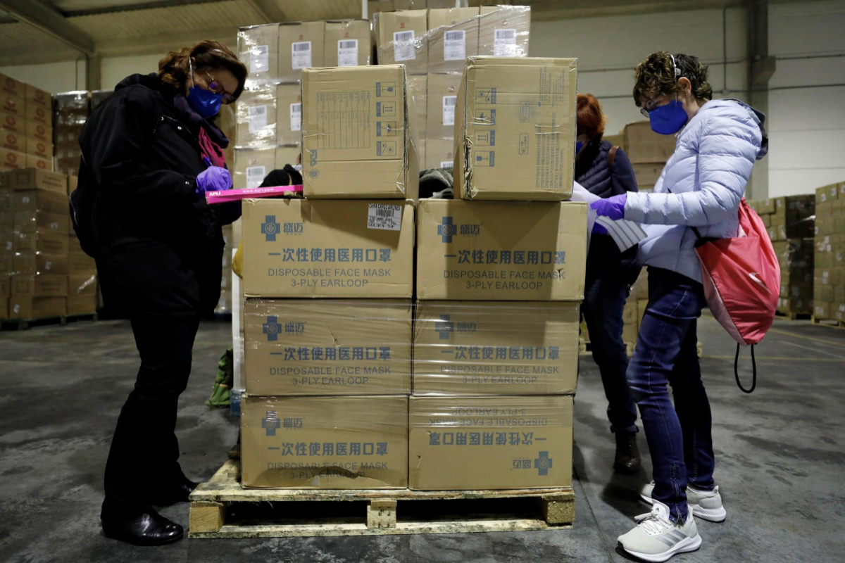 Las comunidades autónomas compran 52 millones de mascarillas por el descontrol de Sanidad en la crisis del coronavirus