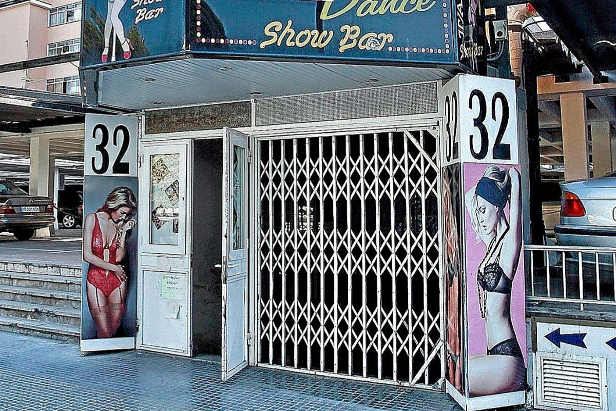 Entrada a un establecimiento de 'shows' eróticos y alterne en Mallorca. JORDI AVELLÀ