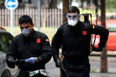 Members of the Military Emergencies Unit (UME) arrive to carry out a general disinfection at the lt;HIT gt;Amavir lt;/HIT gt; residence for the elderly in Madrid on March 23, 2020 amid a national lockdown to fight the spread of the COVID-19 coronavirus. - The coronavirus death toll in Spain surged to 2,182 after 462 people died within 24 hours, the health ministry said. (Photo by OSCAR DEL POZO / AFP)