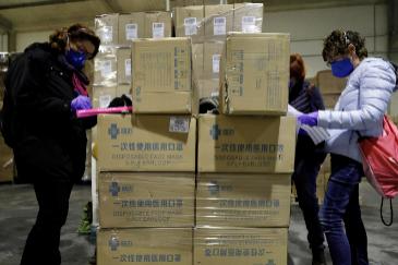 Material sanitario procedente de China llega a la Comunidad Valenciana, en la madrugada de este miércoles.