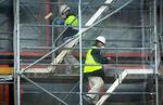 La obra mantiene el 80% de su actividad entre fuertes medidas de seguridad y controles de ayuntamientos