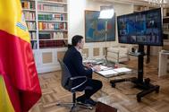 El presidente Pedro Sánchez asiste hoy al Consejo Europeo desde su despacho en Moncloa.