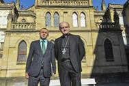 El obispo de San Sebastián, José Ignacio Munilla (derecha) junto al secretario para Asuntos Económicos de la Conferencia Episcopal.