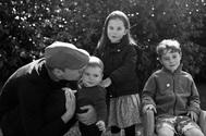 Guillermo de Inglaterra con sus hijos en un foto de archivo publicada en las Navidades de 2019