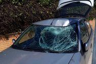 Estado en el que quedó el coche tras atropellar al agente