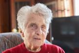 Gertrude Fatton, de 95 años, en casa tras recuperarse de coronavirus.