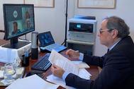 El presidente de Cataluña, Quim Torra, este viernes, en una reunión telemática con el Govern.