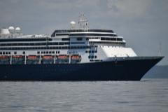 El barco Zaandam en la Bahía de Ciudad de Panamá.