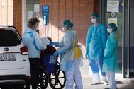 Llegada de pacientes con coronavirus al hospital de Leganés (Madrid).