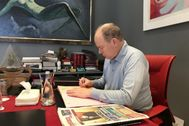 Alberto de Mónaco, en su estudio.