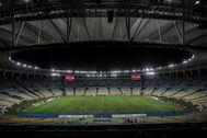 AME4641. RÍO DE JANEIRO (BRASIL).- Panorámica del estadio de lt;HIT gt;Maracaná lt;/HIT gt; sin la presencia de los hinchas debido a la situación del coronavirus en el partido entre Flamengo y Portuguesa por el campeonato carioca de fútbol, el 14 de marzo de 2020 en Río de Janeiro (Brasil). El Centenario, estadio del primer Mundial de fútbol de la historia, hace 90 años en Uruguay, y el lt;HIT gt;Maracaná lt;/HIT gt;, palco de la final de la Copa de 1950, un triste episodio en Brasil, han abierto un paréntesis en sus ricas historias para albergar víctimas de la pandemia del COVID-19.