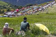Peyragudes (France).- (FILE) Spectators rest on a meadow near the finish line of the 12th stage of the 104th edition of the lt;HIT gt;Tour lt;/HIT gt; de France cycling race over 214.5km between Pau and Peyragudes, France, 13 July 2017 (re-issued 27 March 2020). According to media reports on 27 March 2020 the lt;HIT gt;Tour lt;/HIT gt; de France 2020 cycling race which is due to run from 27 June to 19 July, but in doubt because of the coronavirus Covid19 pandemic, could be held without roadside spectators. (Ciclismo, lt;HIT gt;Francia lt;/HIT gt;) EPA/ *** Local Caption *** 53645860