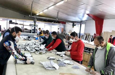 La marca deportiva española que bloqueó su producción para fabricar mascarillas