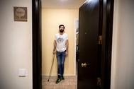 Antonio Moreno, enfermo de esclerosis múltiple progresiva, en su domicilio de Madrid.
