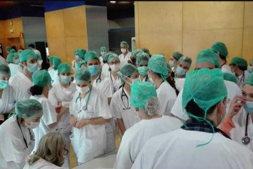 Médicos esperando en Ifema para trabajar.