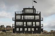De una torre de control a una grúa: cinco alojamientos con un pasado asombroso