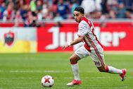 Amsterdam (Netherlands).- (FILE) - Dutch midfielder Abdelhak lt;HIT gt;Nouri lt;/HIT gt; of Ajax in action during the Dutch Eredivisie soccer match between Ajax Amsterdam and Go Ahead Eagles in Amsterdam, Netherlands, 07 May 2017 (re-issued on 27 March 2020). Abdelhak lt;HIT gt;Nouri lt;/HIT gt; left hospital after waking up from his coma after 32 months following a cardiac arrest he suffered during a pre-season soccer match in 2017, media reports stated on 27 March 2020. (Países Bajos; Holanda) EPA/ *** Local Caption *** 53644959