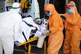 Sanitarios en las Urgencias del Hospital 12 de Octubre de Madrid.