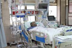 Un paciente con Covid-19 en el Hospital Sasan de Teherán.