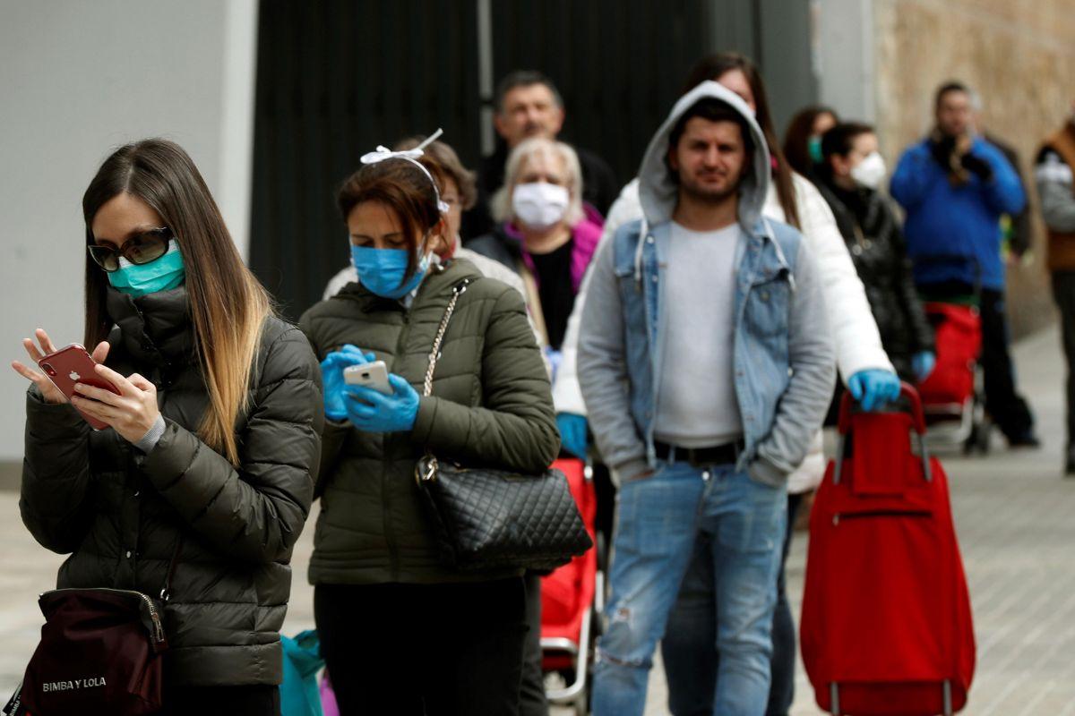 Los ayuntamientos imponen medidas para frenar las salidas: prohibido ir a la compra cada día