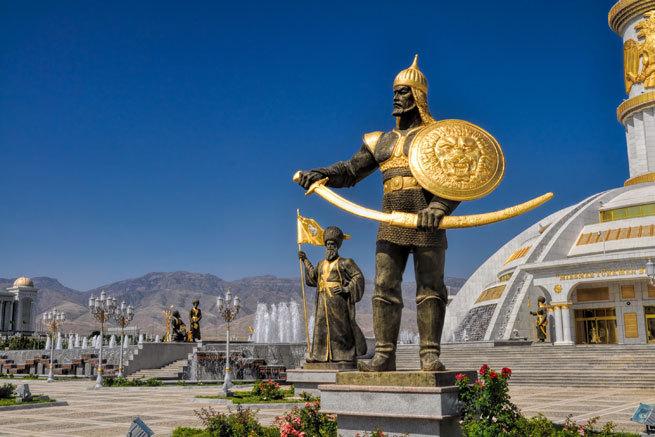 Turkmenistán prohíbe usar el término coronavirus y multará a quien use mascarillas