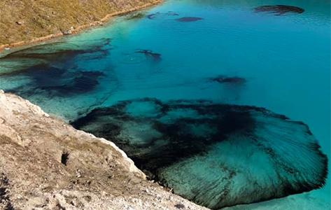 De laguna azul a laguna negra.