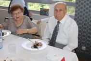 Faustino Gomez, con su mujer, en una celebración familiar.