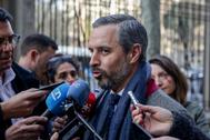 El consejero de Hacienda, Juan Bravo, atiende a los medios, en una imagen de archivo.