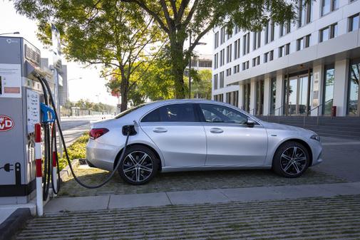 Mercedes tiene un acuerdo con Iberdrola con ventajas para sus clientes.
