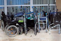 Sillas y andadores se acumulan en la residencia Vitalia de Leganés, uno de los centros con más muertos del coronavirus.