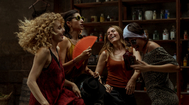 Las cuatro protagonistas de 'La casa de papel' en un momento de juerga loca.