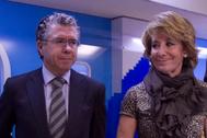 Francisco Granados y Esperanza Aguirre, en una imagen de 2011 en la sede del PP en Génova.