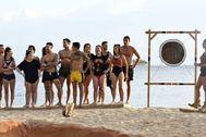 Los concursantes de 'Supervivientes 2020' durante una prueba.