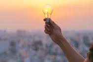 Eléctricas y bancos buscan la reconciliación social en medio de la pandemia