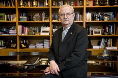 Serafín Romero en su despacho de la OMC.