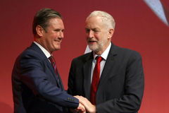 Brighton (United Kingdom).- (FILE) - Britain's opposition Labour Party then Spokesperson for Exiting the EU, Keir lt;HIT gt;Starmer lt;/HIT gt; (L) is congratulated following his speech by then party leader Jeremy Corbyn (R) at the Labour Party Conference in Brighton, Britain, 25 September 2017 (reissued 04 April 2020). Keir lt;HIT gt;Starmer lt;/HIT gt; was announced elected succesor to Labour Party leader Jeremy Corbyn on 04 April 2020 in a ballot of party members, trade unionists and other supporters. (Reino Unido) EPA/ *** Local Caption *** 53790919