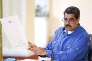 AME171. CARACAS (VENEZUELA), 03/04/2020. Fotografía cedida por Prensa Miraflores que muestra al presidente de Venezuela, Nicolás lt;HIT gt;Maduro lt;/HIT gt;, interviniendo durante una reunión de la comisión presidencial para la prevención COVID19 este viernes, desde el Palacio de Miraflores en Caracas (Venezuela). lt;HIT gt;Maduro lt;/HIT gt; ordenó este viernes la movilización de piezas de artillería para hacer frente a un eventual combate armado, en medio de la creciente tensión entre la nación suramericana y el Gobierno de Estados Unidos.  PRENSA MIRAFLORES/SOLO USO EDITORIAL/NO VENTAS