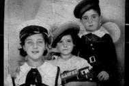 Los hermanos Gutiérrez Muñiz, en Candas (Asturias), en 1935.