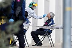 Test de coronavirus a sanitarios en la Casa de Campo de Madrid.
