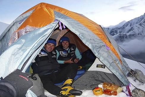 Pasabán y un compañero, en la ascensión al Kangchenjunga (Nepal) en 2009.