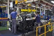 Trabajadores en la fábrica que Iveco tiene en Madrid