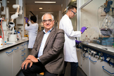 Paul Stoffels en uno de los laboratorios de la compañía Johnson&Johnson-
