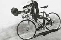 Pedro Delgado en un descenso con el PDM en 1986.