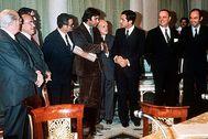 La firma de los Pactos de La Moncloa, el 25 de octubre de 1977.
