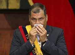 Ecuador's President lt;HIT gt;Rafael lt;/HIT gt; lt;HIT gt;Correa lt;/HIT gt; holds a handkerchief to his face during the inauguration of President-elect Lenin Moreno (not pictured) at the National Assembly in Quito, Ecuador May 24, 2017. REUTERS/Mariana Bazo - RC16BA91E160