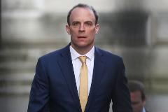 Dominic Raab, secretario de Exteriores, esta mañana en Downing Street.